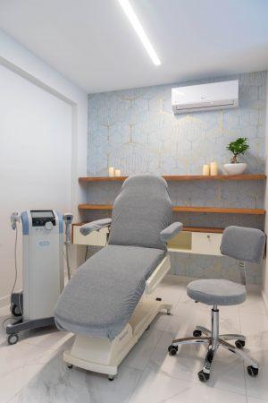 Αίθουσα αναμονής για την θεραπεία ακμής στο κέντρο αισθητικής Medi B In Beauty στην Καβάλα