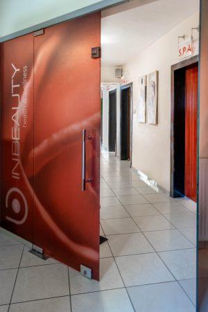Οι εσωτερικοί χώροι του κέντρου αισθητικής Medi B In Beauty στις Σέρρες