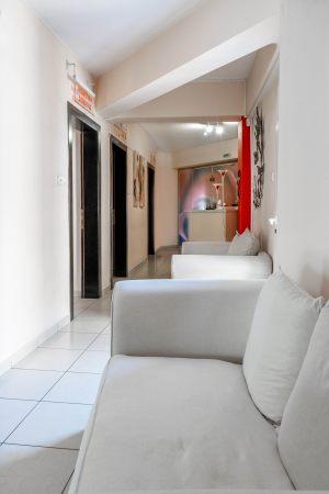 Αίθουσα αναμονής για τις θεραπείες προσώπου και σώματος στο κέντρο αισθητικής Medi B In Beauty στις Σέρρες